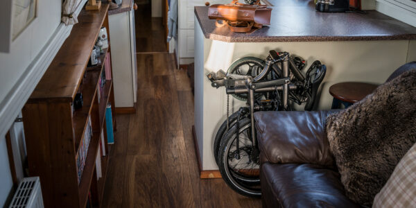 <h1>Easy Storage</h1>Small apartments and commuter bikes don't usually match. Great news! The slim, small BYB fits just about anywhere—behind doors, under desks, in your closet. In fact, the BYB is a perfect fit for standard cabinets so whether you've got one, or more, the BYB will occupy minimal space in your place.