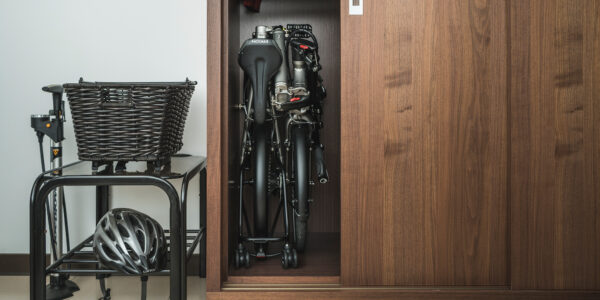 <h1>Small Fold, Slim Fit</h1>The BYB isn't just a folding bike—it's a whole new way to fold a bike. It's 30% smaller than traditional 20″ folding bikes, and folds small and slim enough to fit conveniently into lockers, closets, or any narrow space.